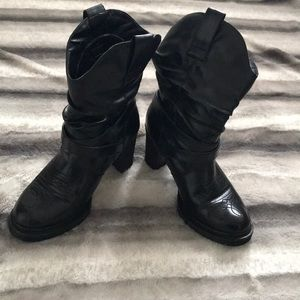 Sexy faux leather boots 👢